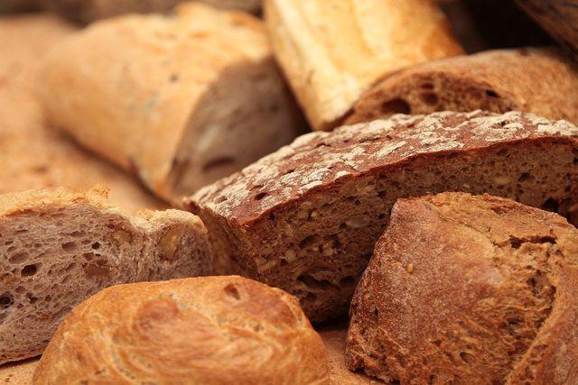 Auch Brot kann dafür verantwortlich sein, dass wir täglich zu viel Salz zu uns nehmen.