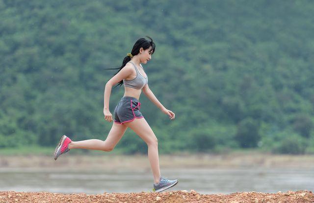 Bewegung im Freien fördert nicht bloß den Muskelaufbau, sondern das ganze Immunsystem.