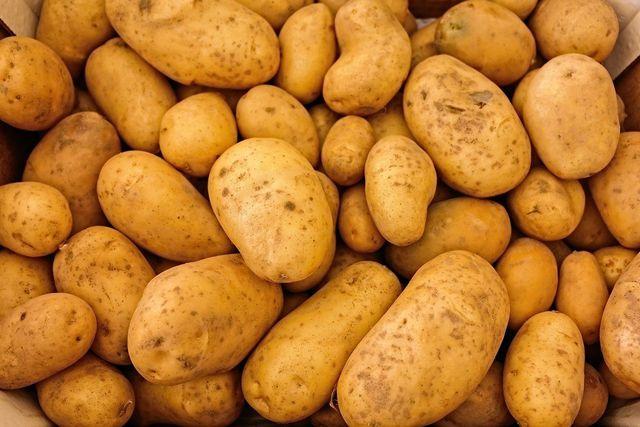 Etwa 710 Gramm Kartoffeln solltest du pro Person für deinen zehntägigen Notvorrat einrechnen.