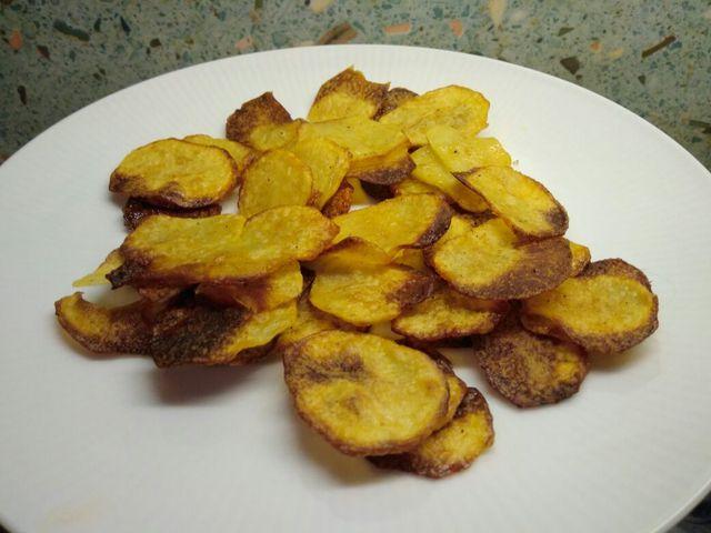 Selbstgemachte Chips lassen sich nach Geschmack fein würzen.