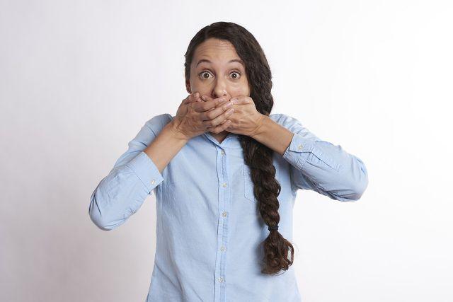 Keine Probleme mehr mit Mundgeruch dank Nelkenöl.