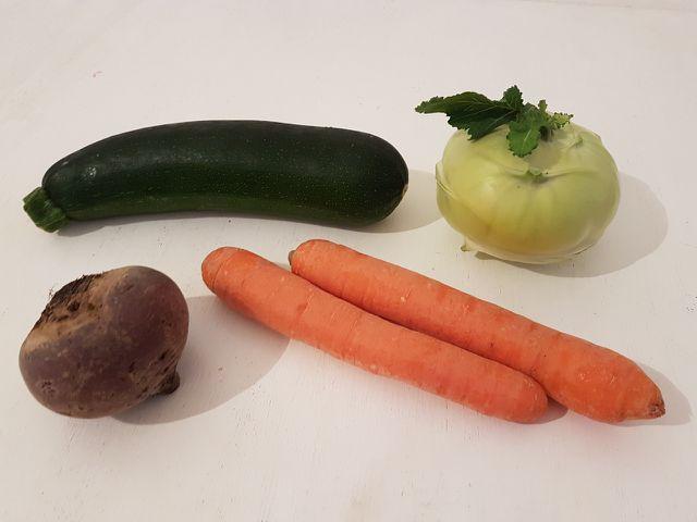 Zucchini, Möhren, Kohlrabi und Rote Beete eignen sich besonders gut für die Herstellung von Gemüsespaghetti.