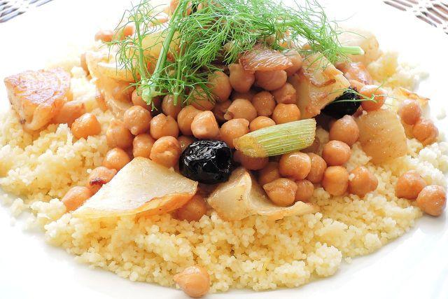 Kichererbsen-Nährwerte überzeugen. Peppe mit dem Gemüse auch andere Speisen auf.