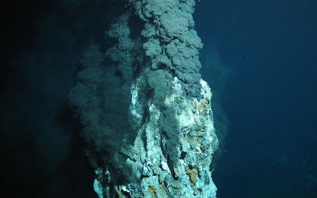 Tiefseebergbau Massivsulfide Schwarzer Raucher