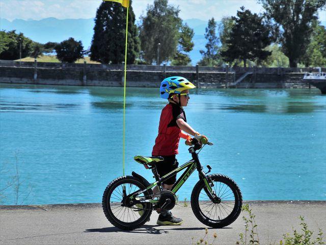 Wichtig: Fahrradfahren nur mit Helm.