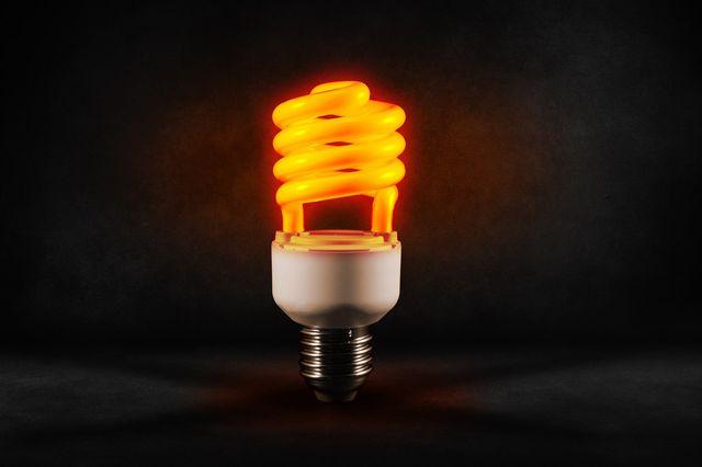 Energiesparlampen gehören in den Sondermüll.