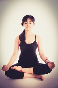 Die Yoga-Atmung ist eine Vorbereitung auf Pranayama.