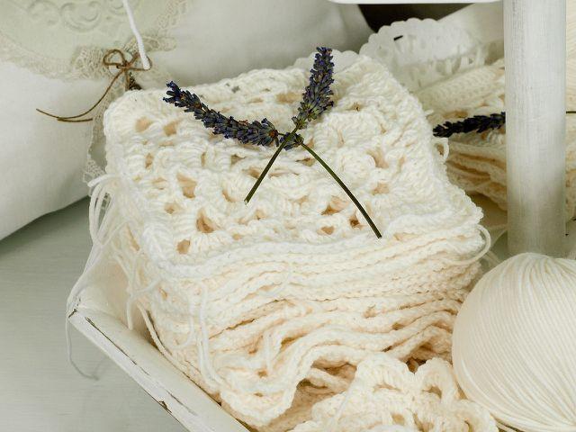 Wasche Wolle immer vorsichtig – so bleibt sie lange weich.
