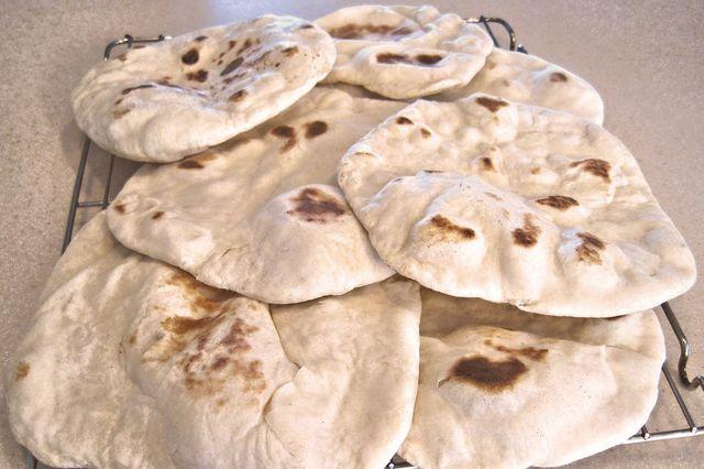 Arabisches Brot wird traditionell aus Hefeteig hergestellt.