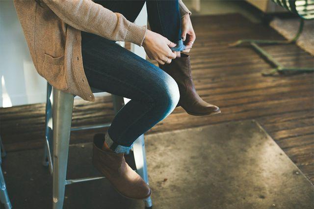 Kleidertauschpartys verlängern die Lebensdauer von Kleidung.