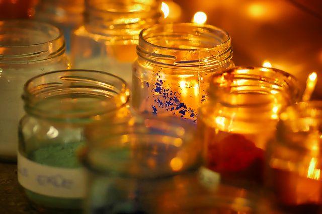 Ob selbstgegossen oder selbstverziert - mit Kerzen und Gläsern lässt sich einiges erschaffen