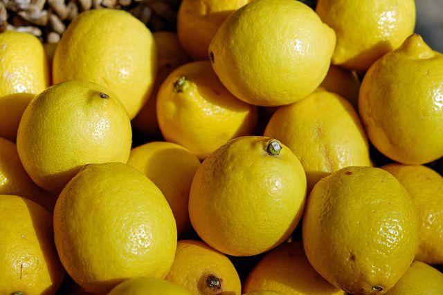 Lemon Curd sorgt für eine interessante Abwechslung auf dem Frühstückstisch.