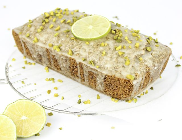 Statt Zitronen kannst du auch Limetten verwenden und dem Kuchen dadurch einen exotischen Charakter verleihen.
