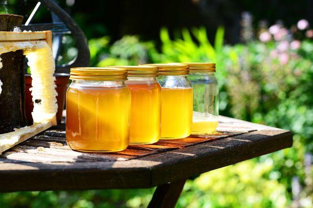 Honig als natürlicher Ersatz für industriellen Zucker.