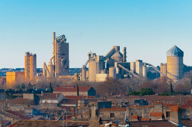 Schwerindustrie für Kohle und Eisen prägen die Industriestaaten.