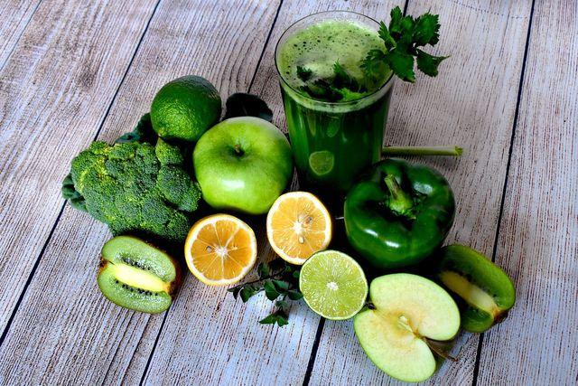 Mit einem grünen Smoothie startest du gesund in den Tag.