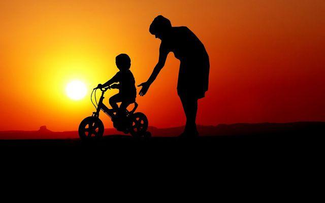 Learn to ride a bike teaching kids as a mentor