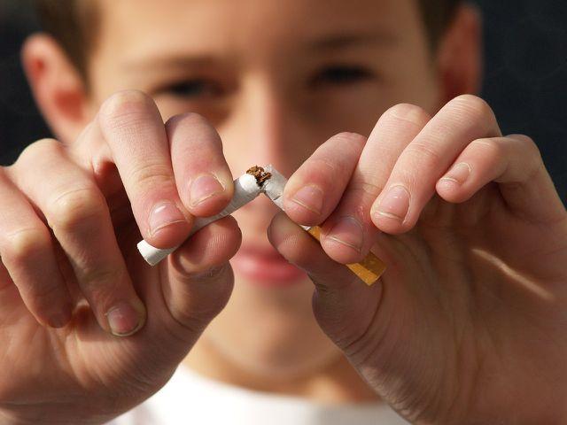 Bei einer Nickelallergie solltest du auf das Rauchen verzichten.