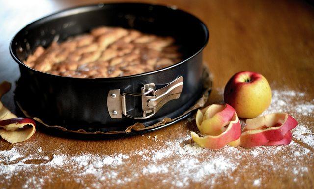 Möchtest du gedeckten Apfelkuchen in der Springform zubereiten, ändern sich lediglich die Zutatenmengen.