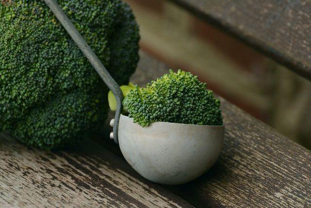 Brokkoli zählt zu den eisenhaltigen Lebensmitteln.