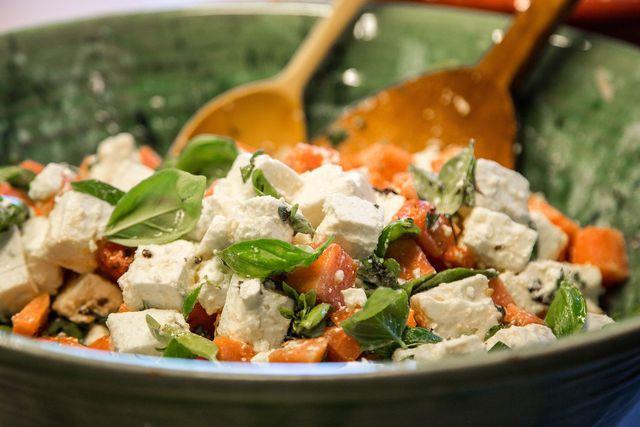 Veganer Feta-Käse sieht dem tierischen Original verblüffend ähnlich.