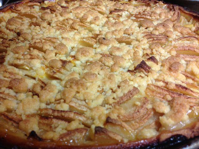Einen leckeren Apfel-Streuselkuchen kannst du einfach und schnell selber machen.