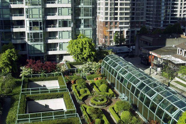 Die Dachbegrünung kannst du zu einem großen Garten ausbauen