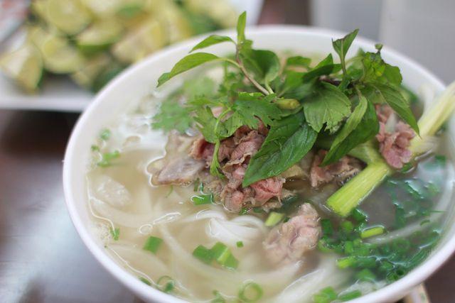 """Reisnudeln sind der Hauptbestandteil der typischen Nudelsuppe """"Pho"""" aus Vietnam."""