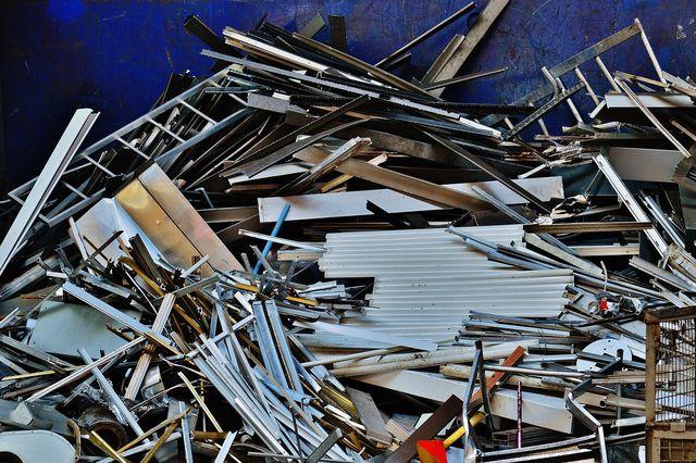 Da Aluminium meist Teil von verschiedenen Metallgemischen ist, ist Aluminiumrecycling kompliziert.