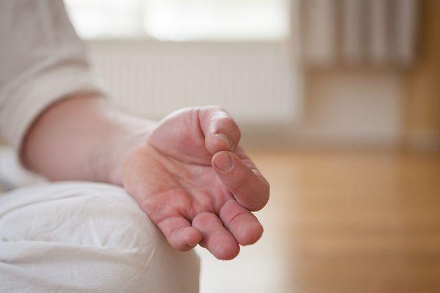 Meditation mit Mudras (Handhaltungen) und Mantras sind fester Bestandteil vom Kundalini-Yoga.
