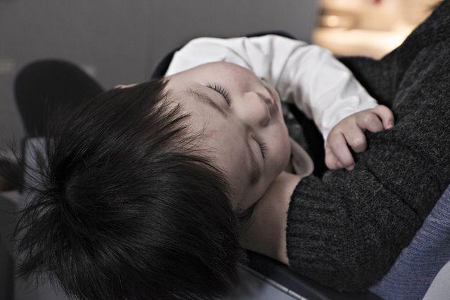 Für Kinder solltest du zu Arznei-Fenchelhonig greifen
