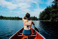 Ob direkt im Boot oder in einer entlegenen Bucht – ein Picknick am Wasser ist etwas Feines.