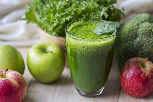 Apfel-Zimt-Smoothies kannst du nicht nur im Winter genießen.