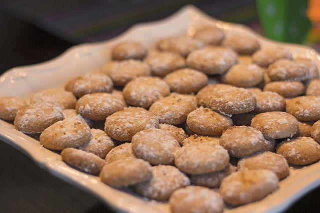 Zimtbällchen aus Mürbeteig sind besonders schnell gemacht und schmecken himmlisch gut.