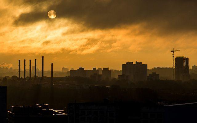 Luftverschmutzung: Schadstoffe stammen auch aus Stromgewinnung & Industrie