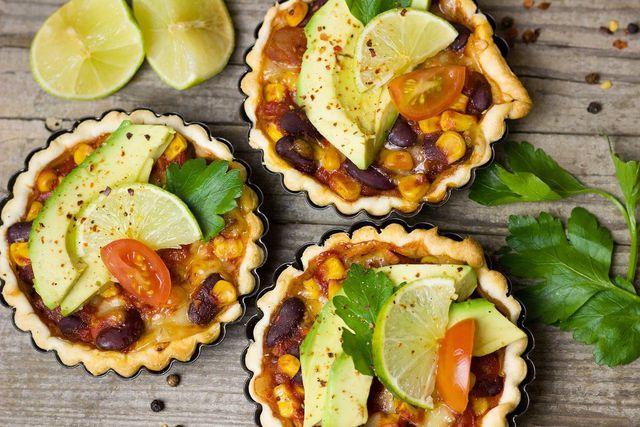 Blätterteig kannst du vielfältig einsetzen. Sehr lecker sind zum Beispiel herzhaft gefüllte Quiches.