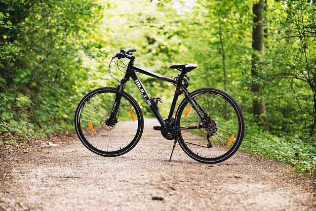Reinigst du dein Fahrrad regelmäßig, verbessert du nicht nur seine Optik, sondern auch seine Haltbarkeit und Funktionsweise.