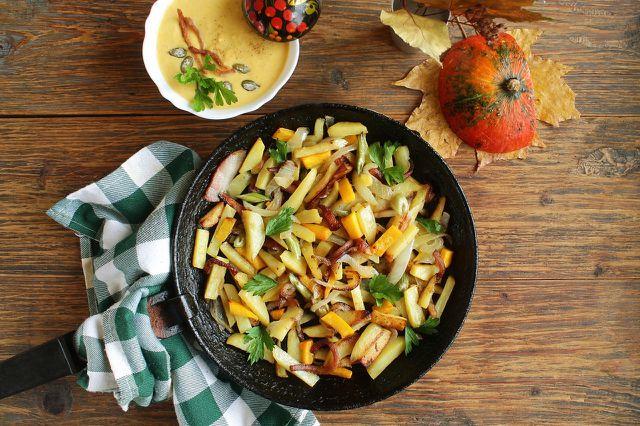 In der Kartoffelsaison zwischen August und Oktober sind Tempeh-Bratkartoffeln besonders lecker.