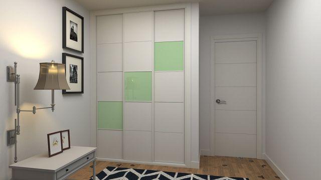 Hohe Schränke in einem kleinen Zimmer helfen als Stauraum.