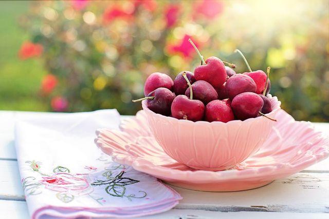 Auch Kirschen eignen sich für einen gesunden Frühstücks-Smoothie.