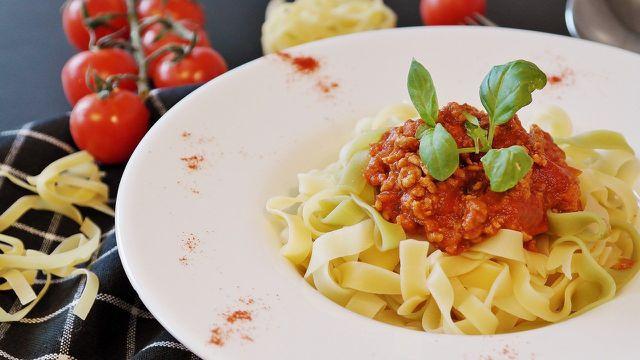 Das Hack von Quorn eignet sich zum Beisipel für eine vegetarische Bolognese.