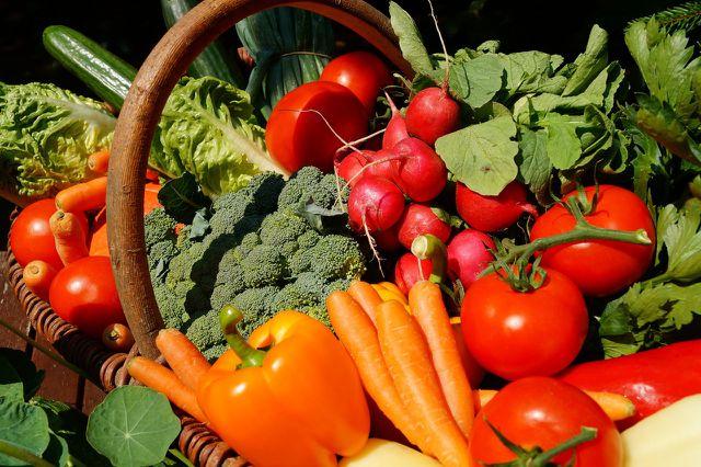 Tomaten, Paprika oder Möhren zählen zu den purinarmen Lebensmitteln.