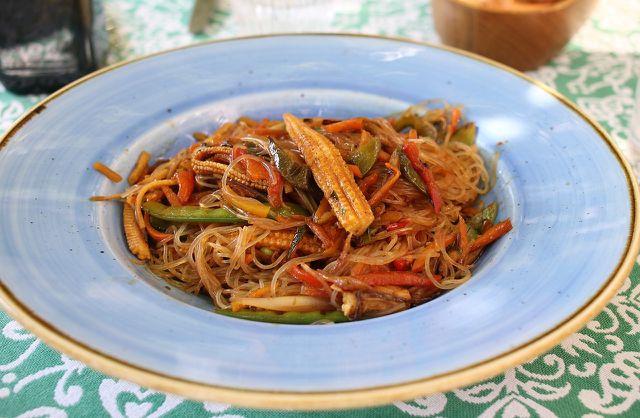 Glasnudeln passen hervorragend zu vegetarischen und veganen Rezepten mit Gemüse aller Art.