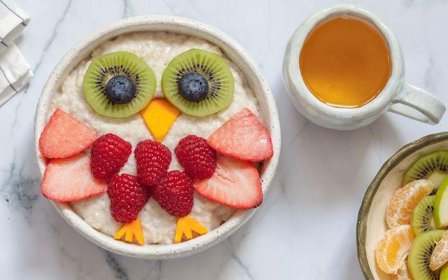Essen für Kinder: es gibt viele trickreiche Wege, es ebenso gesund wie attraktiv zu gestalten