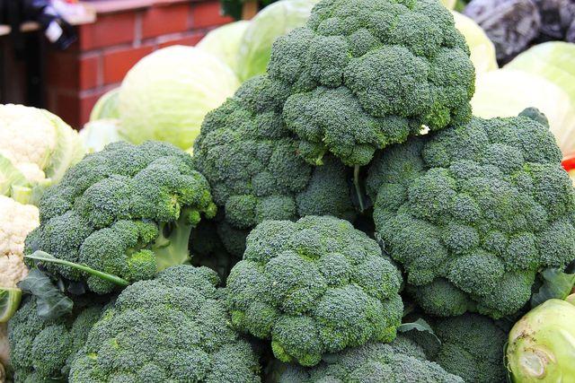 Frischen Brokkoli findest du von Juni bis Oktober aus deutschem Anbau.
