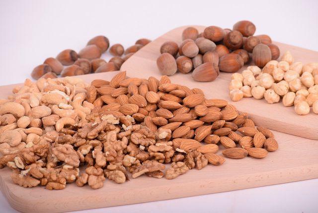 Du kannst den veganen Nussbraten nach Geschmack auch mit anderen Nusssorten zubereiten.