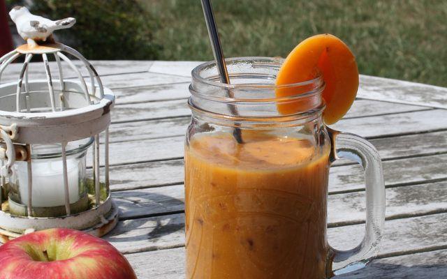 Dieser Smoothie versorgt dich dank Aprikosen und Möhren mit jeder Menge Beta-Carotin.