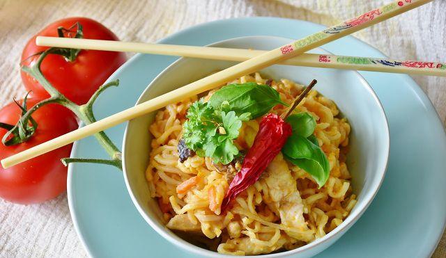 Mie-Nudeln gehören zu den bekanntesten asiatischen Nudelsorten und eignen sich für Pfannen- und Suppengerichte.