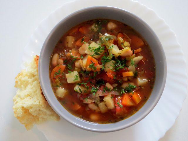 Suppen sind einfach vorzubereiten und damit ideal fürs Mittagessen im Homeoffice.
