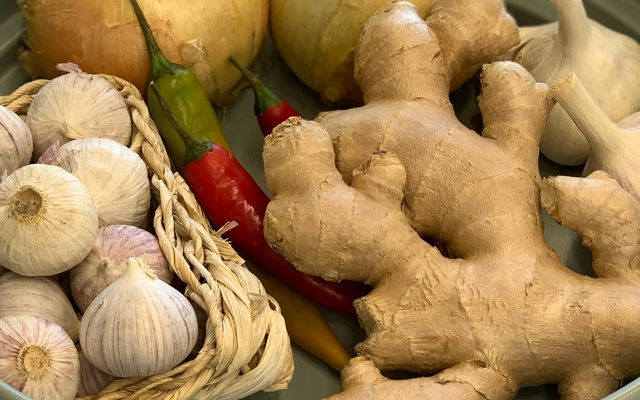 Ginger root health benefits recipes ingredients garlic peppers